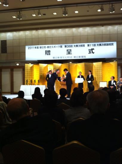朝日賞を受賞する横尾忠則氏