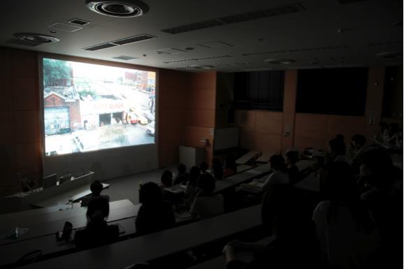 札幌市立大学での上映風景(2012.7.6) 写真:© 伊藤留美子