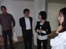 左から藤井氏、館長のSung-Hoon Choi氏、 キュレーターのYoung-ri Lee氏