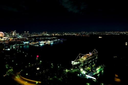 漆黒に浮かび上がる横浜の夜景、マリンタワーより(カラーコーディネーション 撮影)