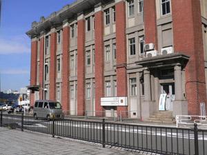 旧帝蚕倉庫事務所をリノベーションした、北仲ブリック。 この2Fと3Fが北仲スクールの校舎。