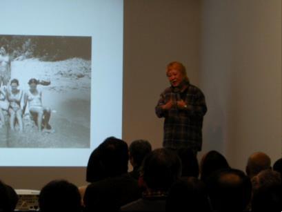 2012年1月28日、横浜美術館アートギャラリー1で「フォト・ヨコハマ2012」〜写真のチカラ、あふれるヨコハマ〜パートナーイベント — 写真家・石川真生トーク「沖縄ソウル—写真と私」が開催された。