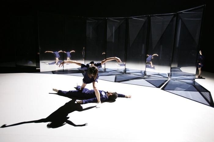 Noism07『PLAY 2 PLAY―干渉する次元』(2007)演出振付:金森穣 撮影:篠山紀信