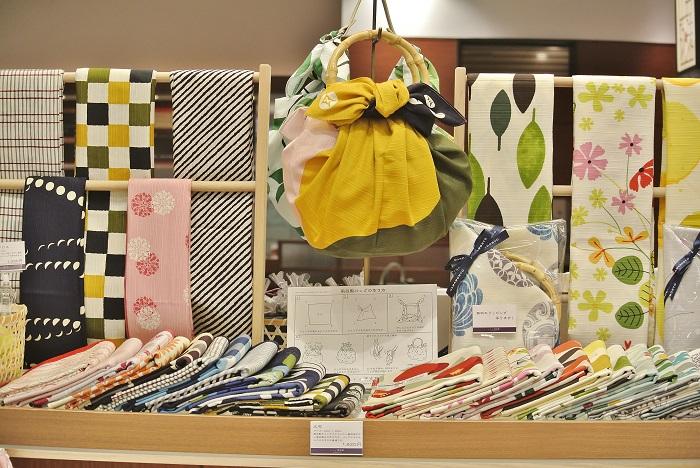 風呂敷サイズの大布は取っ手をつければバッグに変身!1,620 円(税込)