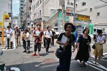 『仮想のコミュニティ・アジア―黄金町バザール2014』内覧会より