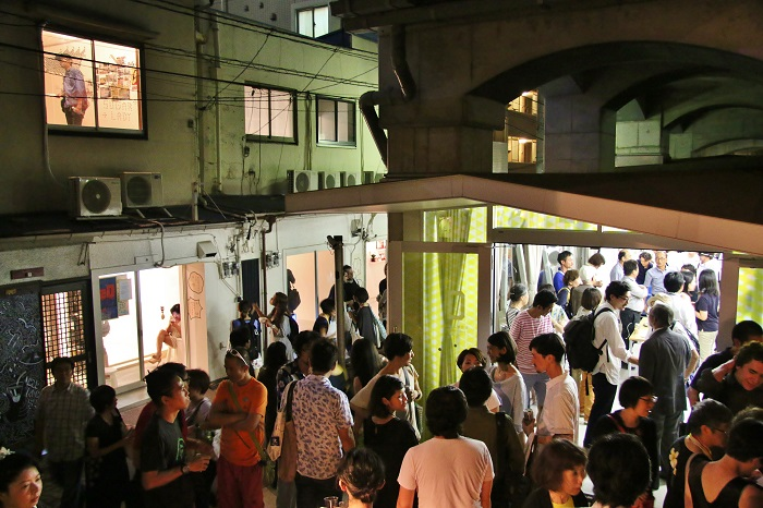 『仮想のコミュニティ・アジア―黄金町バザール2014』オープニング・パーティーの様子