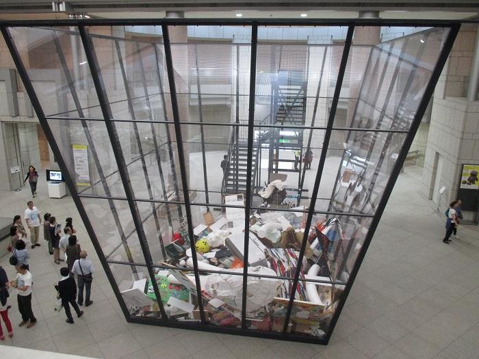 マイケル・ランディ《アート・ビン》2010/2014年 Installation view of Yokohama Triennale 2014