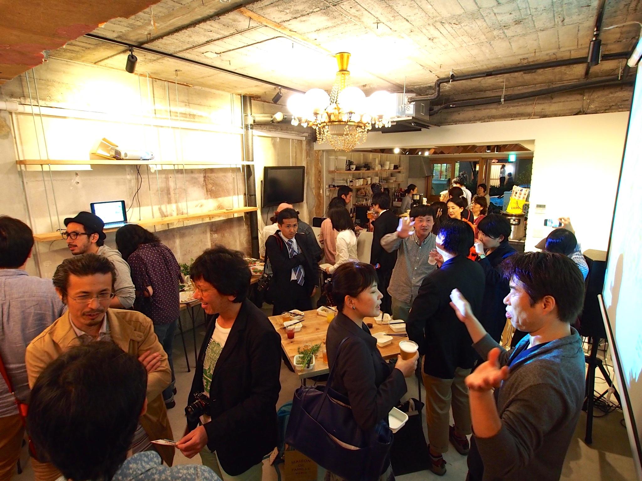 オープニングパーティには150人にも及ぶ来場者が集まった!新しい創造拠点への期待の高さがうかがえます。