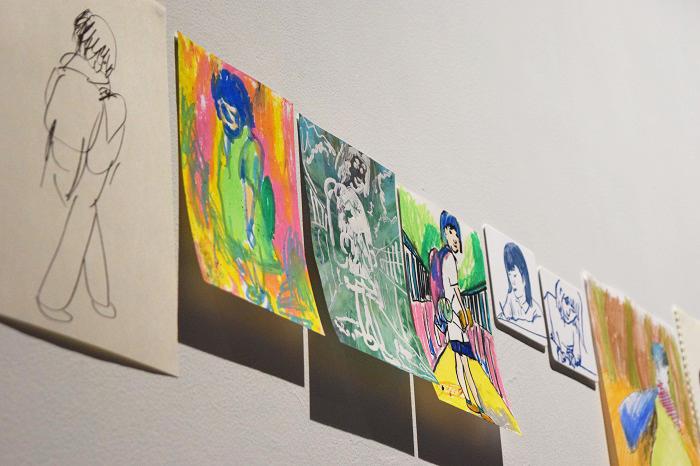 絵やイラストもインスタレーションとして展示している。