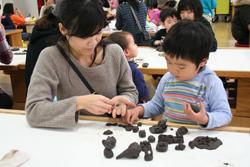 横浜市民ギャラリーあざみ野での 「親子のフリーゾーン」水曜日の午前中の様子