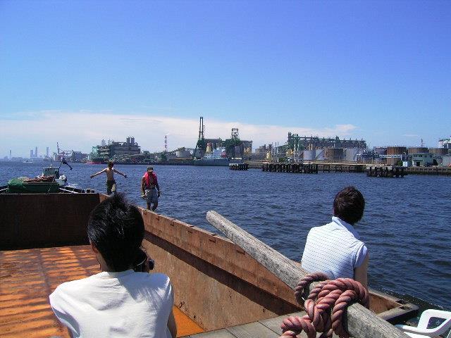 京浜運河を下り、横浜港に入港。