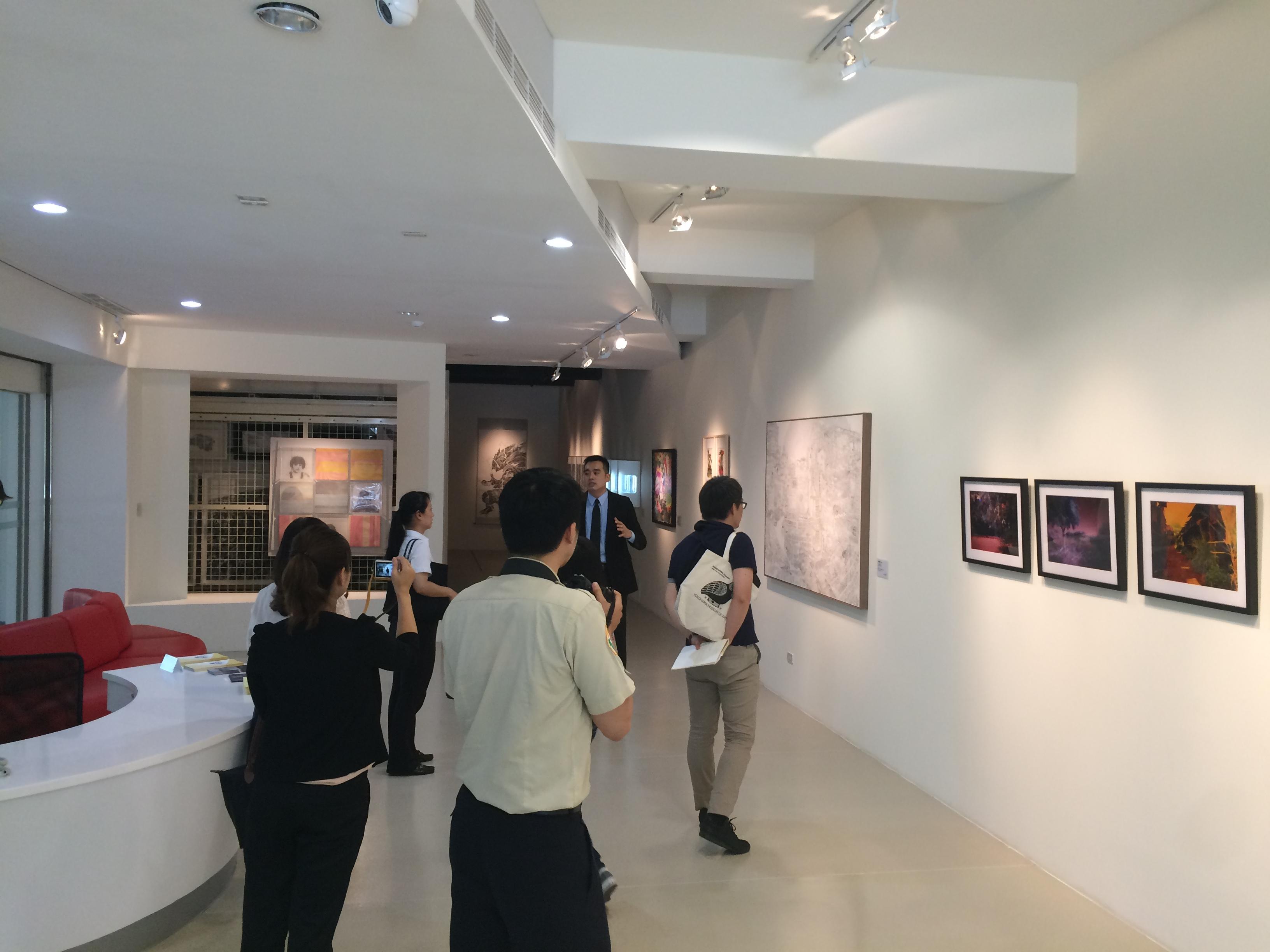 アートバンク(藝術銀行)内の展示スペース。ここで、レンタル用の作品のプレゼンテーションが行われる。