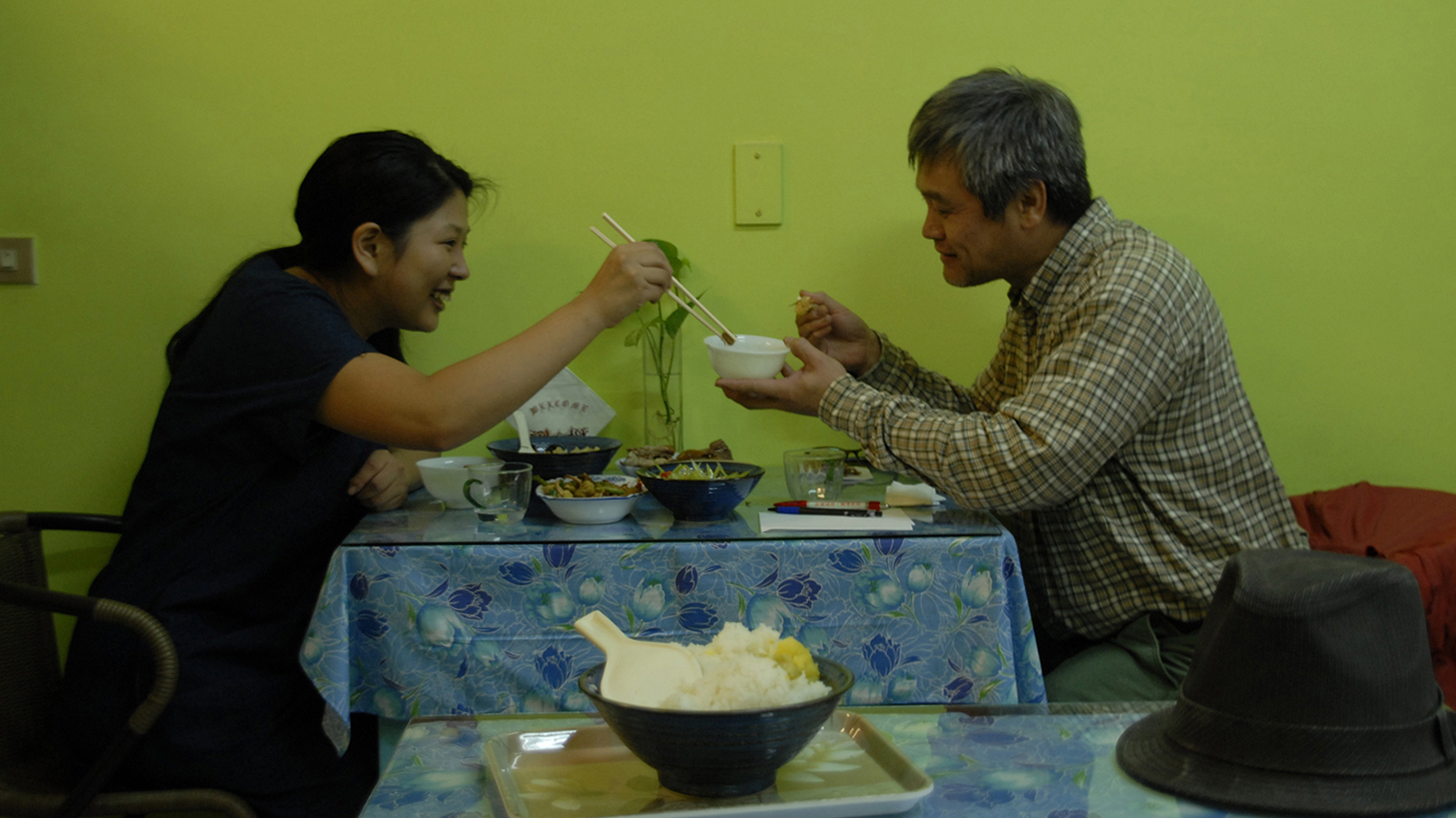「お父さんと食事|Have a meal with FATHER」2014 video courtesy of TALION GALLERY, Tokyo