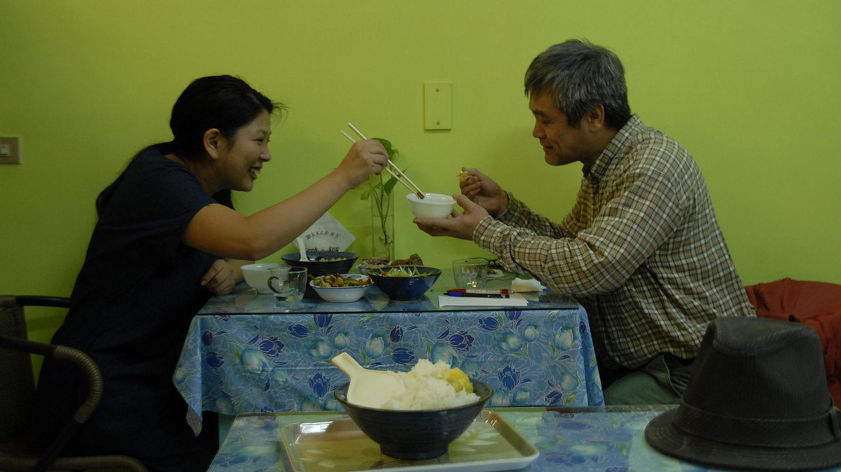 「お父さんと食事|Have a meal with FATHER」2014 video courtesy of TALION GALLERY, Tokyo