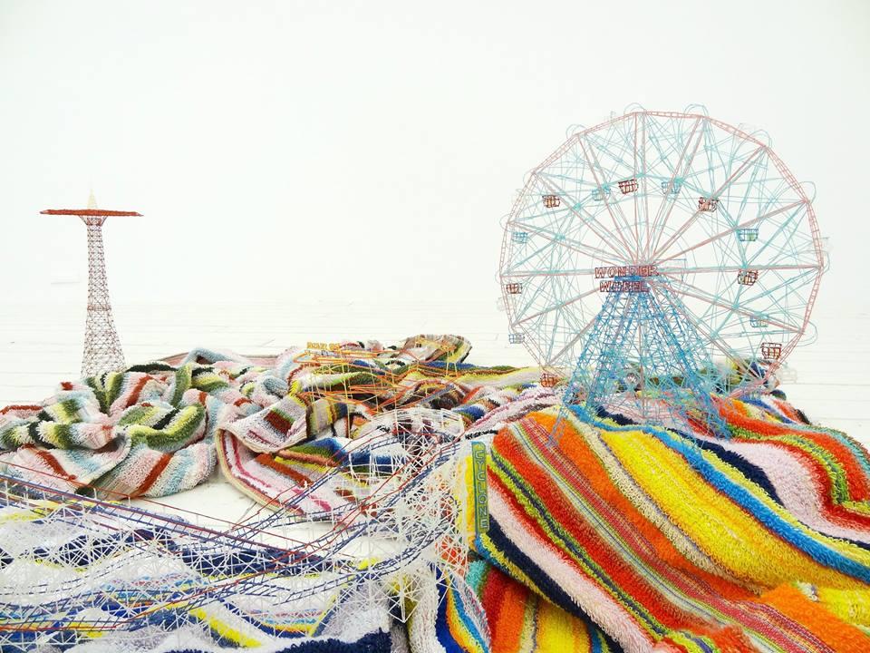 岩崎貴宏《Out of Disorder (Cony Island)》2012年 ビーチタオル40 x 160 x 130 cm(サイズ可変)© Takahiro Iwasaki Courtesy of ARATANIURANO