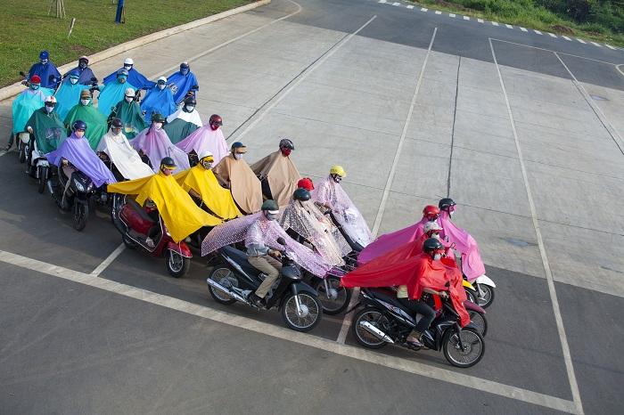 ウダム・チャン・グエン《機械騎兵隊のワルツ》2012年シングル・チャンネル・ビデオ© UuDam Tran Nguyen