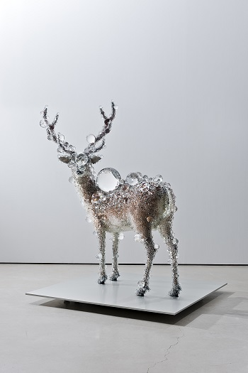 PixCell-Deer#24  202.0 x 182.0 x 150.0, mixed media, 2011 collection of The Metropolitan Museum of Art, New York, USA courtesy of SCAI THE BATHHOUSE photo : Nobutada OMOTE | SANDWICH