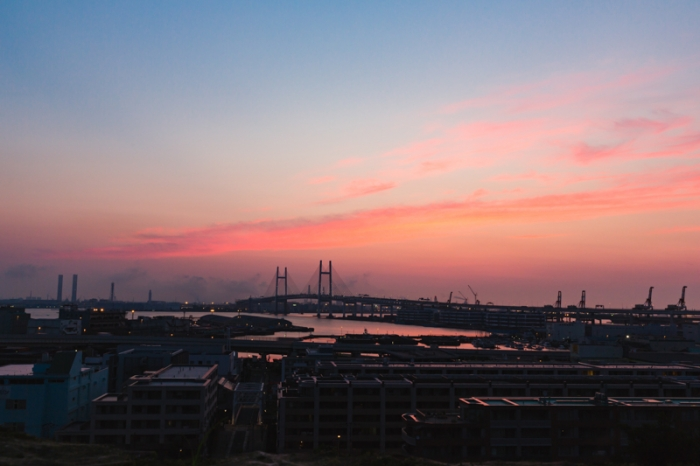 朝焼けの横浜港、港の見える丘公園より(カラーコーディネーション 撮影)